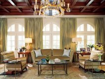 Known for her glamorous yet reserved style, Jan Showers transforms this living room.