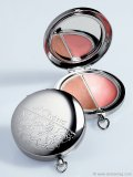 Turn back the hands of time with a youthful two-colour sparkling lip palette encased in a convenient easy-to-carry pocket watch.