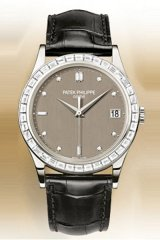The baguette diamonds lining the bezel frame of Patek's 5298P Platinum face provides an element of extravagance to a sophisticated yet understated look.