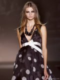 Cinched with a bow, this black and white deep-V Roberto Verino dress will impress at any affair.