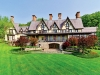 This picturesque estate comes with large terrace, perfect for taking in the breathtaking view