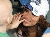 Eva Longoria Parker (Desperate Housewives) is touched by a child from SickKids.