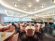 a quirky yet elegant colour palette and metallic accents give Bronte restaurant an art deco feel
