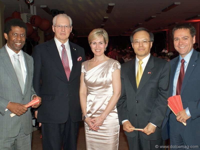 Dany Laferrière, writer/co-chairmen of the event; André Desmarais and Michèle Dionne, Lan Lijun, ambassador of the People's Republic of China in Canada and Michel Leveille, general manager of the Red Cross in Quebec