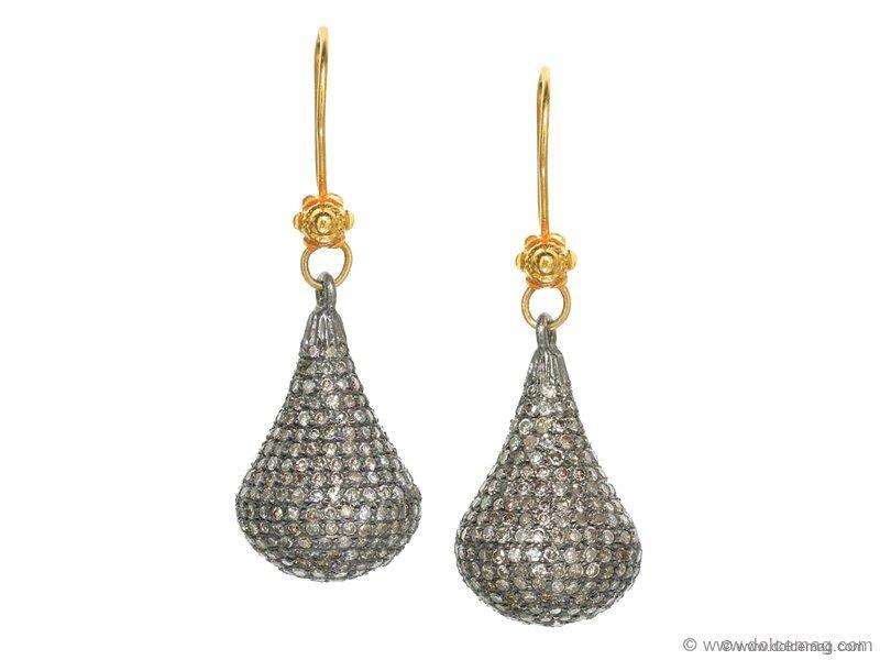 14-karat gold with these teardrop earrings