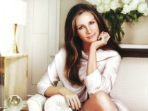 Flawlessly representing beauty and grace, Julia Roberts is currently Lancôme's global ambassador.