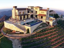 WINE TIME: We're planning our cool-weather adventures around Malibu Rocky Oaks Estate Vineyards, a family-owned hilltop treasure that's a must-see for any wine connoisseur | www.maliburockyoaks.com