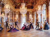 The cast of Armide in the Palace of Versailles' Hall of Mirrors