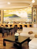 Happy Hour is a joy at the hotel's luxe Via Luna Bar