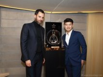 Benoit-Luis-Vuitton and  Chef Jackie Lin pose with the Louis XIII Rare Cask 42,6