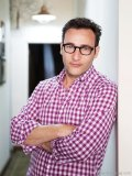 author and acclaimed leadership expert simon sinek