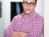 author and acclaimed leadership expert simon sinek
