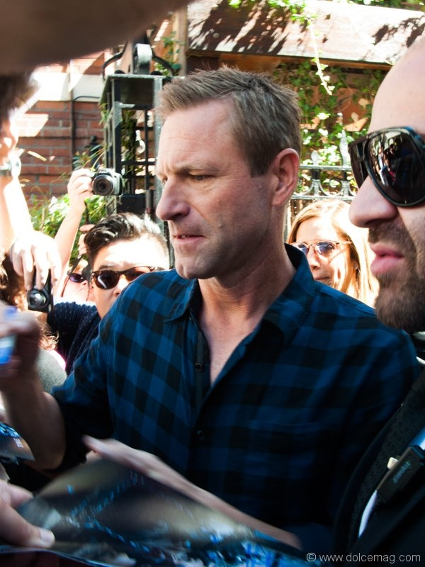 Aaron Eckhart signing autographs